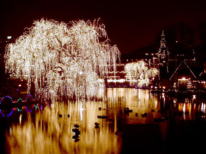 top10_denmark_tivoli_copenhagen_night