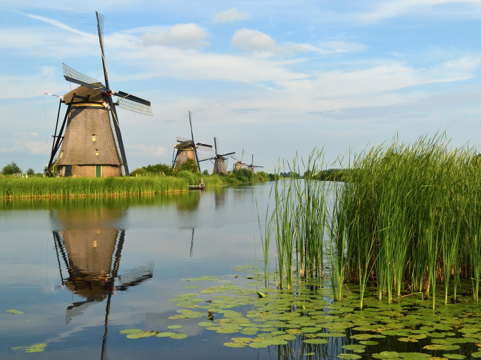 top10_netherlands_windmills_of_kinderdijk