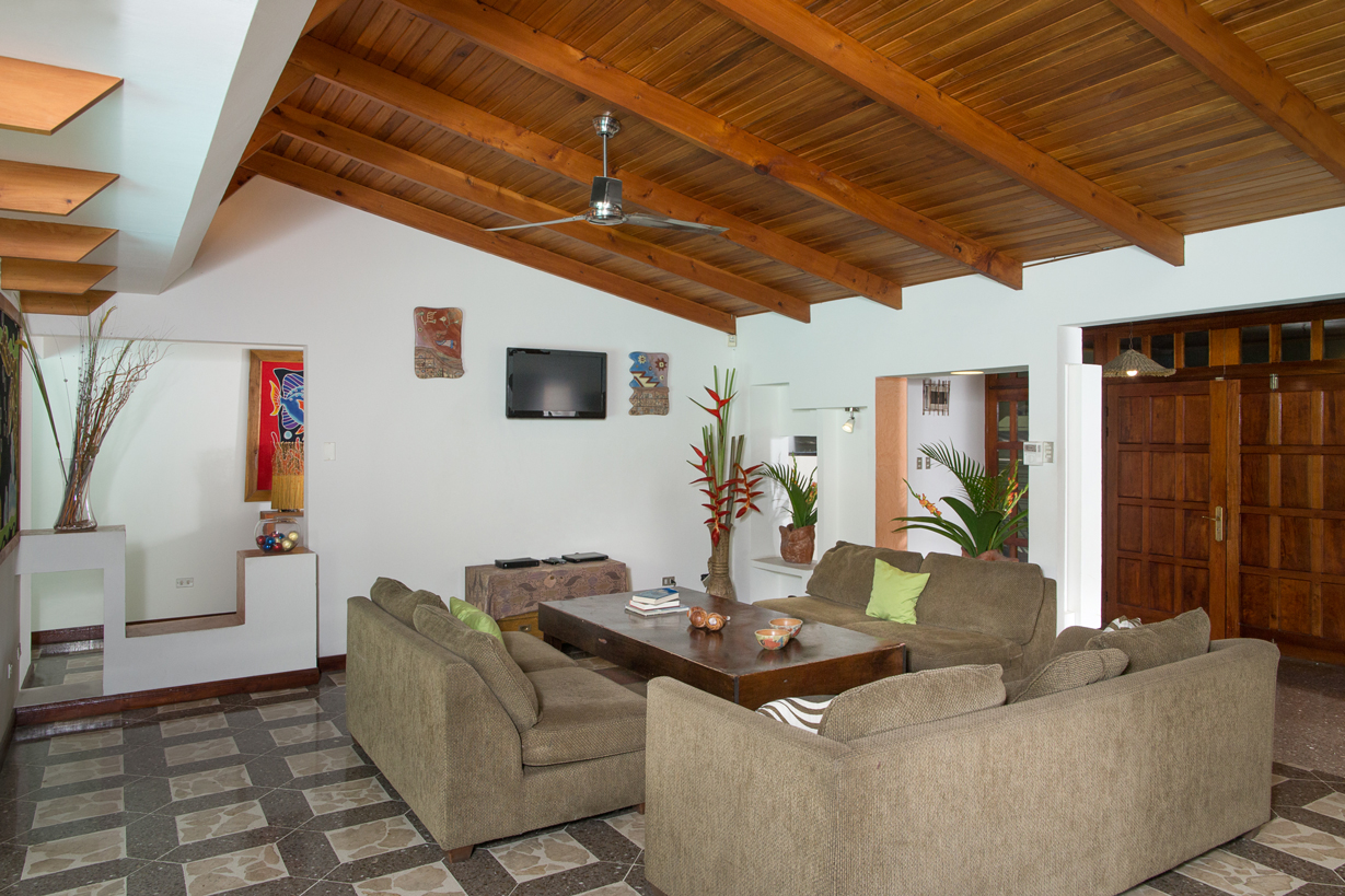 Casa Peces (4 BR)